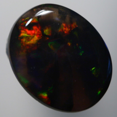 SOLID BLACK OPAL Strong, dark colours, wine red and bottle green