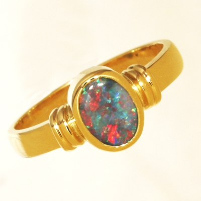18k Yellow Gold Ring with a BLACK OPAL Beautiful red blue sparkling multicolour